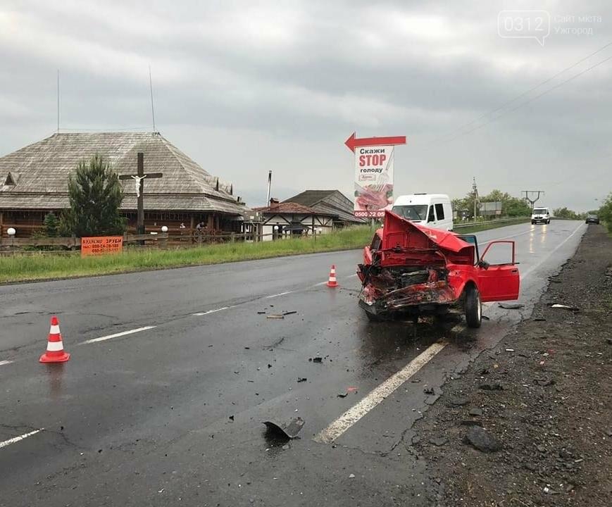 На трасі біля Чинадієва сталася жахлива ДТП: фото , фото-3