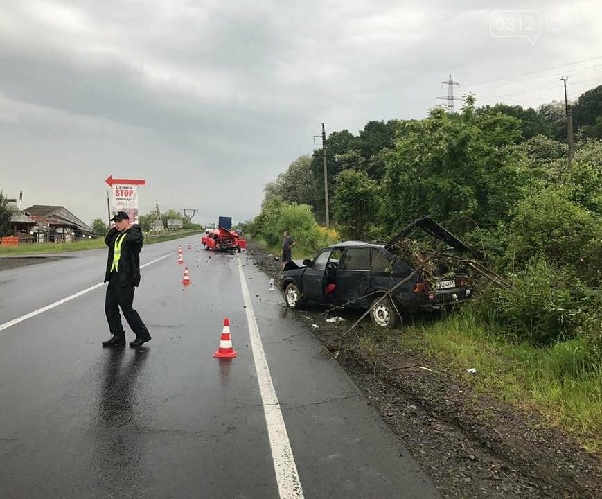 На трасі біля Чинадієва сталася жахлива ДТП: фото , фото-2