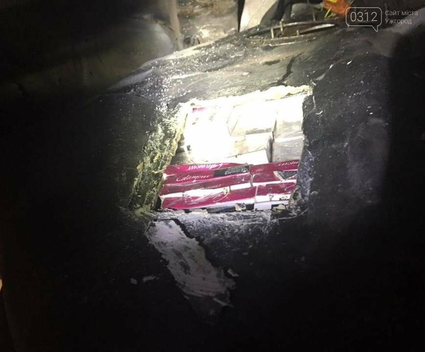 """Чопські прикордонники виявили """"скарб"""" у мікроавтобусі українця: фото, фото-3"""