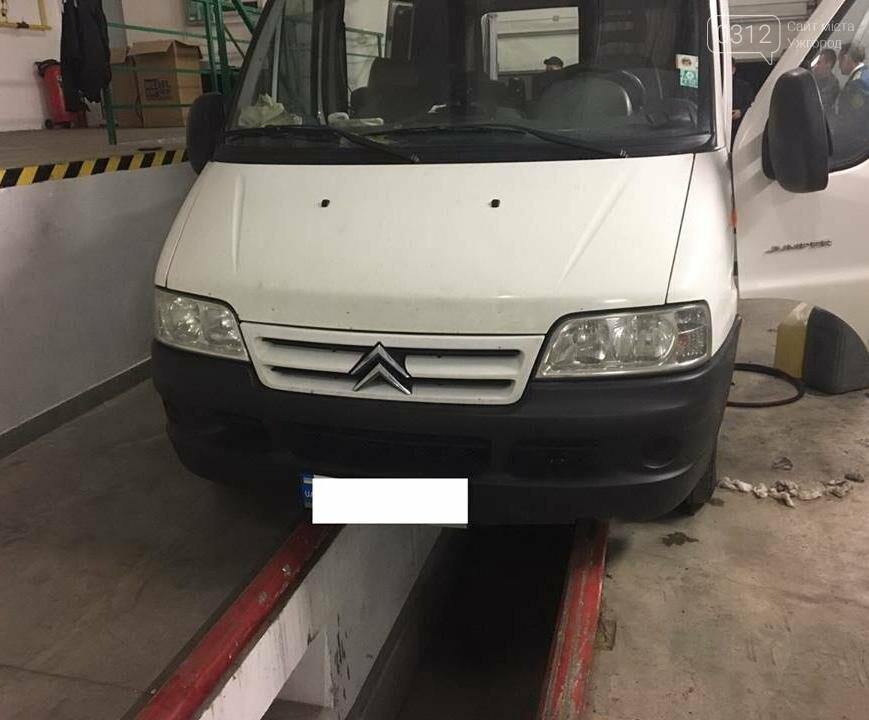 """Чопські прикордонники виявили """"скарб"""" у мікроавтобусі українця: фото, фото-2"""