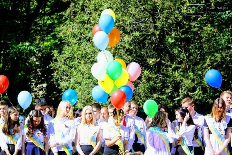 В ужгородській ЗОШ №6 пролунав останній дзвоник: фоторепортаж, фото-14