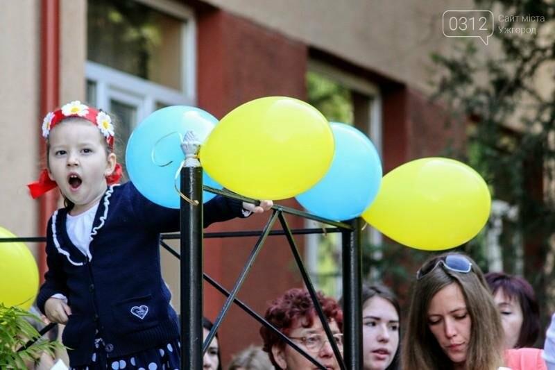 В ужгородській ЗОШ №6 пролунав останній дзвоник: фоторепортаж, фото-10