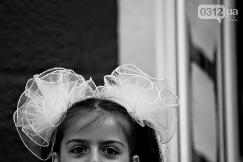 В ужгородській ЗОШ №6 пролунав останній дзвоник: фоторепортаж, фото-15