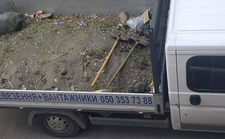 """Мерія похвалилася """"інтенсивною"""" роботою комунальників у центрі Ужгорода: фото, фото-2"""