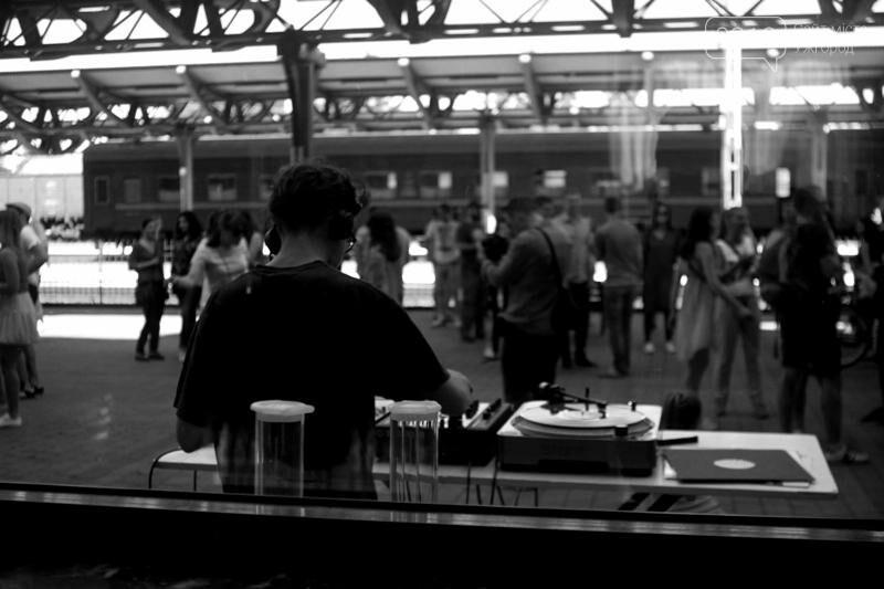 """В Ужгороді на залізничному вокзалі пролунав """"Круглий звук"""": фоторепортаж, фото-1"""