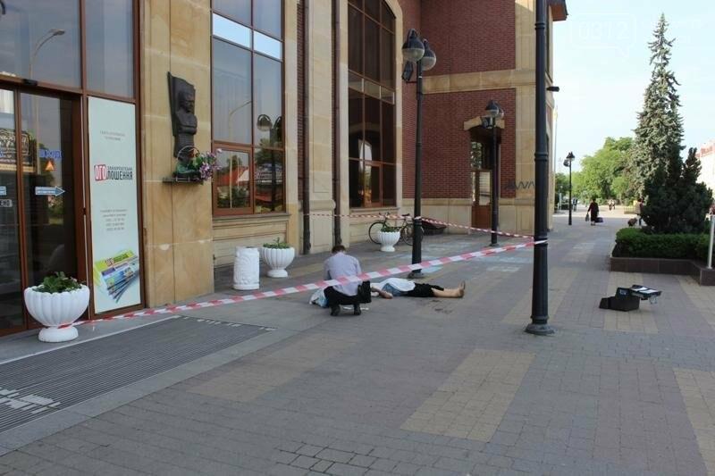 В Ужгороді біля входу у залізничний вокзал виявили тіло жінки: фото 18+, фото-3