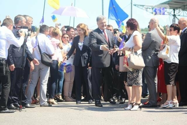 Як на кордоні в Ужгороді президент Порошенко двері у Європу відчиняв: фоторепортаж, фото-2
