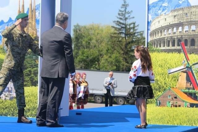 Як на кордоні в Ужгороді президент Порошенко двері у Європу відчиняв: фоторепортаж, фото-27
