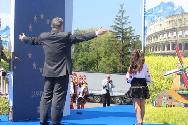 Як на кордоні в Ужгороді президент Порошенко двері у Європу відчиняв: фоторепортаж, фото-22