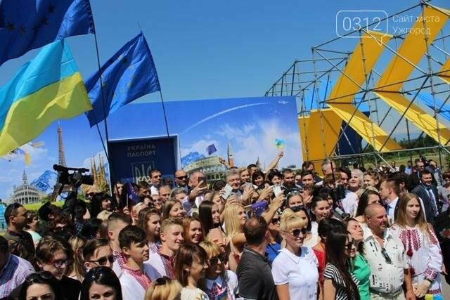 Як на кордоні в Ужгороді президент Порошенко двері у Європу відчиняв: фоторепортаж, фото-31