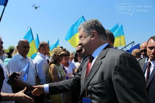 Як на кордоні в Ужгороді президент Порошенко двері у Європу відчиняв: фоторепортаж, фото-19
