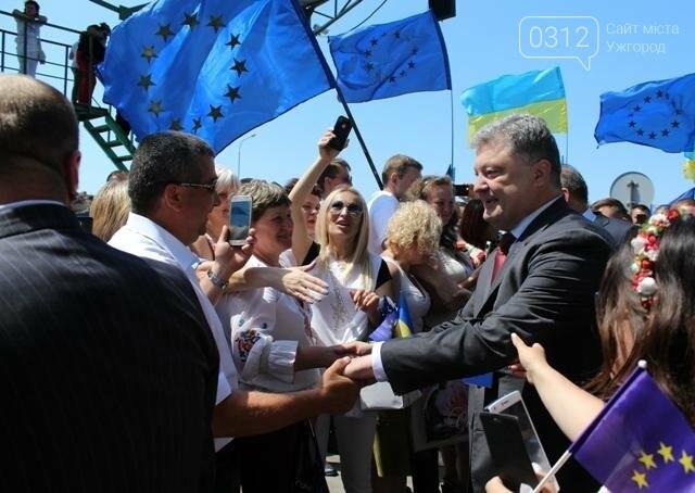 Як на кордоні в Ужгороді президент Порошенко двері у Європу відчиняв: фоторепортаж, фото-28