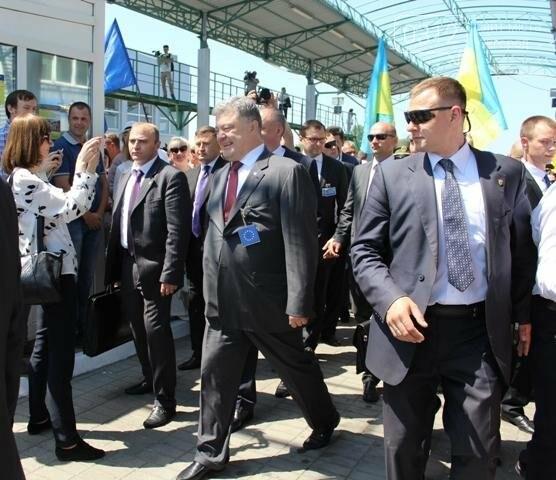 Як на кордоні в Ужгороді президент Порошенко двері у Європу відчиняв: фоторепортаж, фото-32