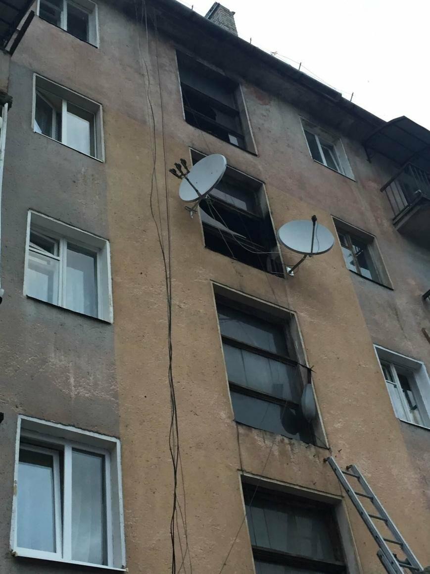 У Рахові з палаючої п'ятиповерхівки евакуювали 11 мешканців квартир: фото , фото-3