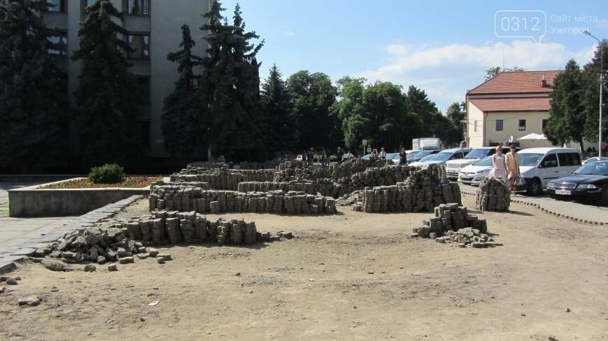 В Ужгороді триває капітальний ремонт тротуарів Поштової площі: фоторепортаж , фото-6