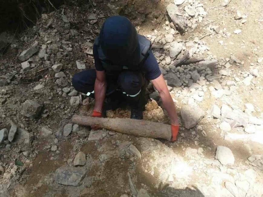В Оріховиці біля Ужгороді підірвали два снаряди: фото, фото-2