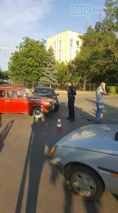 """В Ужгороді на перехресті Загорської та Франка """"Мерседес"""" зіткнувся із """"Жигулем"""" : фото, фото-5"""