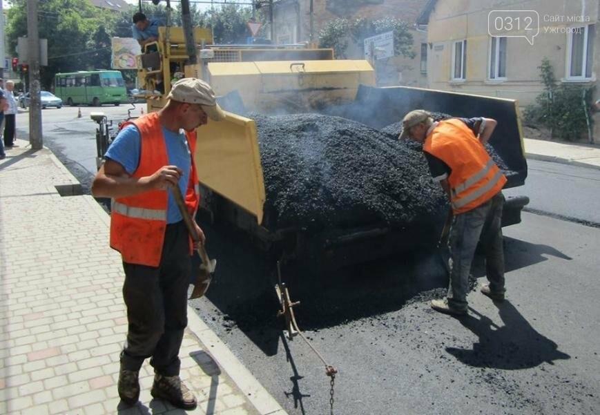 Ужгородська мерія показала, як кладуть асфальт на Берчені: фото, фото-5
