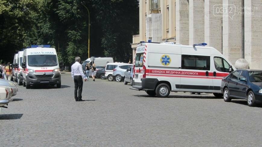 """В Ужгороді медикам на професійне свято презентували 9 швидких """"Сітроєнів"""": фоторепортаж, фото-7"""