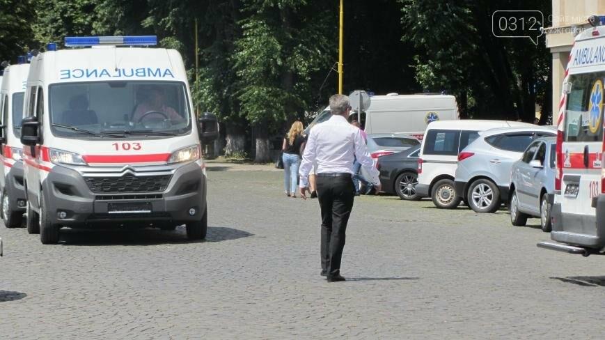 """В Ужгороді медикам на професійне свято презентували 9 швидких """"Сітроєнів"""": фоторепортаж, фото-10"""