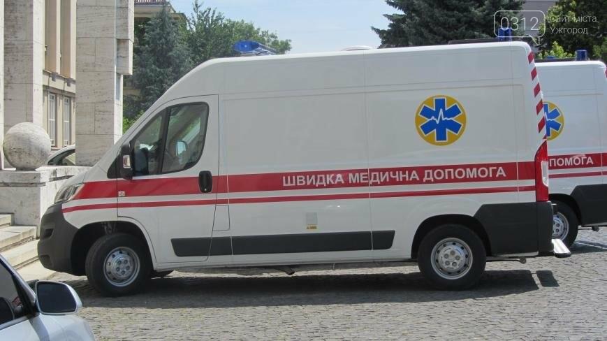 """В Ужгороді медикам на професійне свято презентували 9 швидких """"Сітроєнів"""": фоторепортаж, фото-5"""