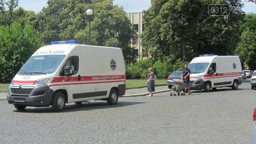 """В Ужгороді медикам на професійне свято презентували 9 швидких """"Сітроєнів"""": фоторепортаж, фото-11"""