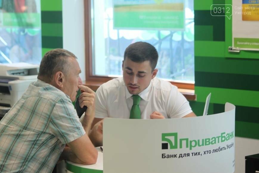 Центральне відділення ПриватБанку в Ужгороді відкрилося у новому покращеному форматі, фото-4
