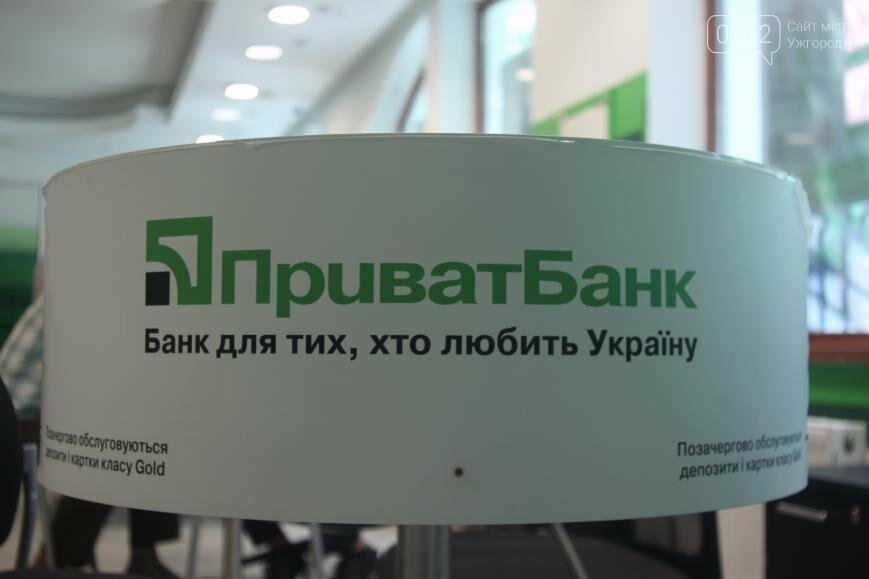 Центральне відділення ПриватБанку в Ужгороді відкрилося у новому покращеному форматі, фото-6