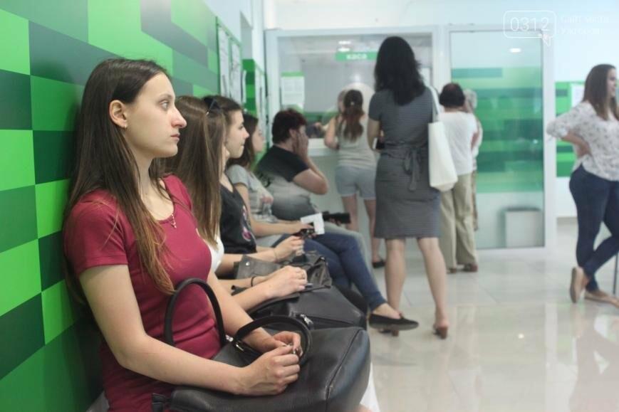 Центральне відділення ПриватБанку в Ужгороді відкрилося у новому покращеному форматі, фото-3