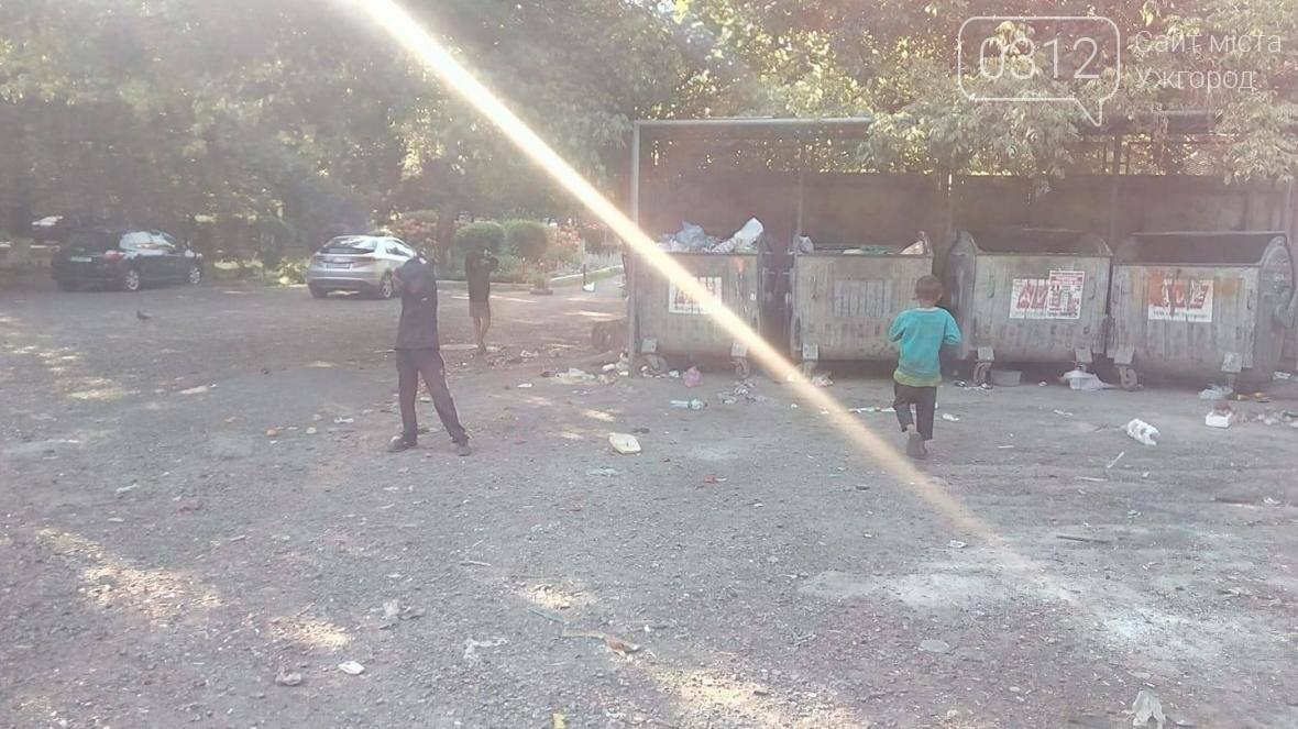 В Ужгороді власник магазину догнав п'ятьох циганчат і забрав у них крадене морозиво: фото, фото-2