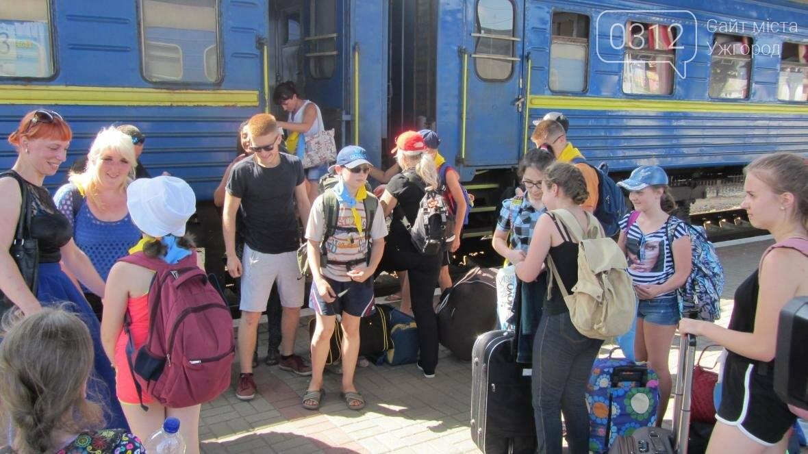 З Ужгорода на відпочинок у Словаччину поїхали 15 дітей-волонтерів та бійців АТО: фото, фото-2