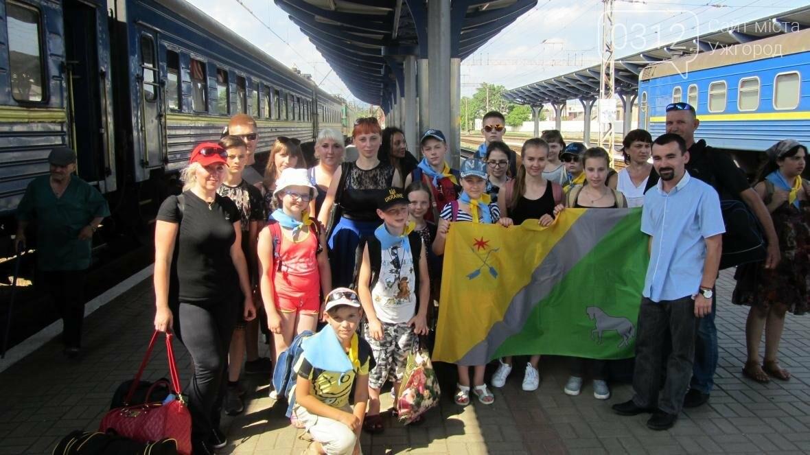 З Ужгорода на відпочинок у Словаччину поїхали 15 дітей-волонтерів та бійців АТО: фото, фото-5