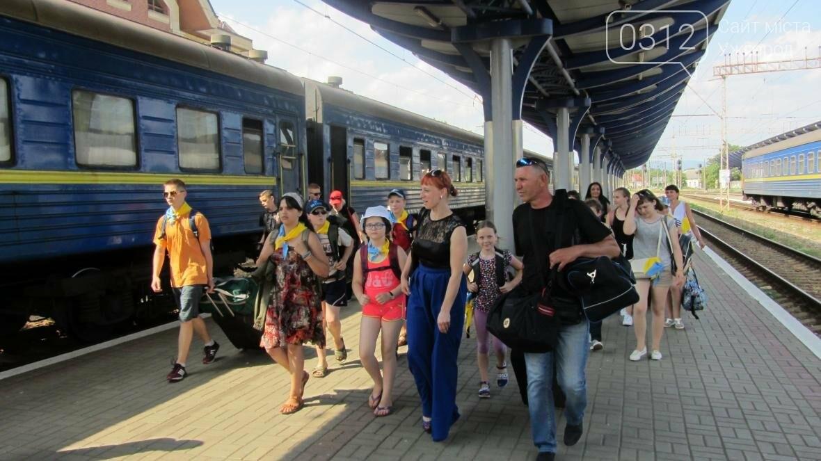 З Ужгорода на відпочинок у Словаччину поїхали 15 дітей-волонтерів та бійців АТО: фото, фото-1