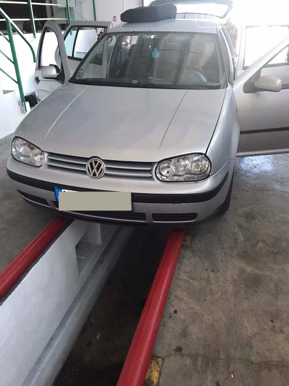 """На КПП """"Ужгород митники через приховані цигарки  вилучили «Volkswagen»: фото, фото-3"""