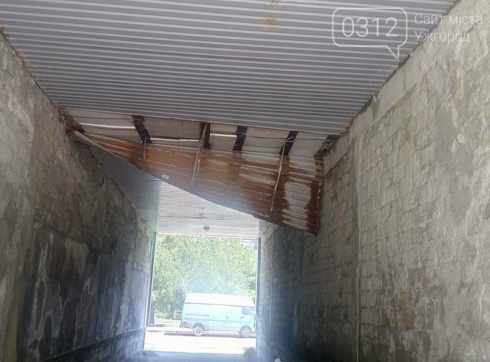 Мешканці Грушевського просять владу звернути увагу на аварійний тунель будинку: фото, фото-2