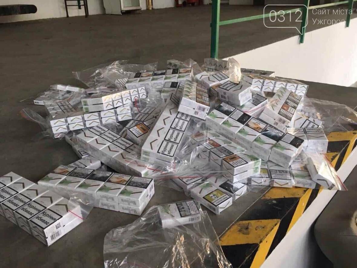 """На КПП """"Ужгород"""" через приховані  460 пачок цигарок вилучили кабріолет «Renault»: фото, фото-9"""
