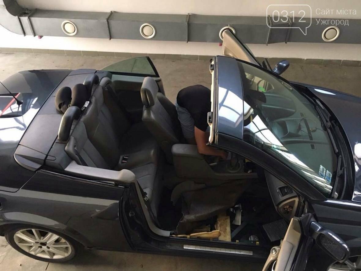 """На КПП """"Ужгород"""" через приховані  460 пачок цигарок вилучили кабріолет «Renault»: фото, фото-2"""