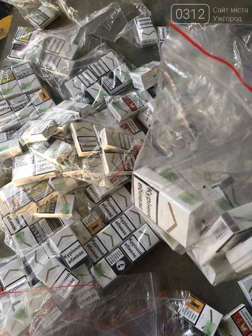 """На КПП """"Ужгород"""" через приховані  460 пачок цигарок вилучили кабріолет «Renault»: фото, фото-1"""