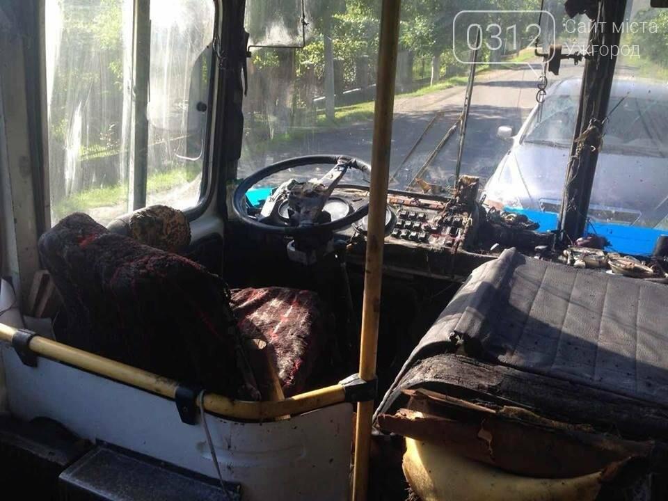 Автобус «Пузняківці-Мукачево», що віз 67 пасажирів, загорівся на ходу, фото-1