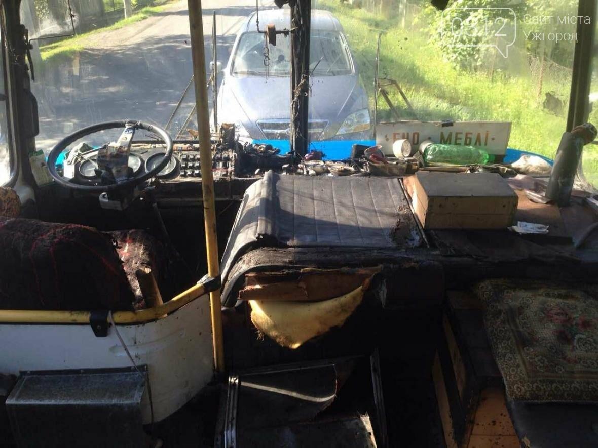 Автобус «Пузняківці-Мукачево», що віз 67 пасажирів, загорівся на ходу, фото-2