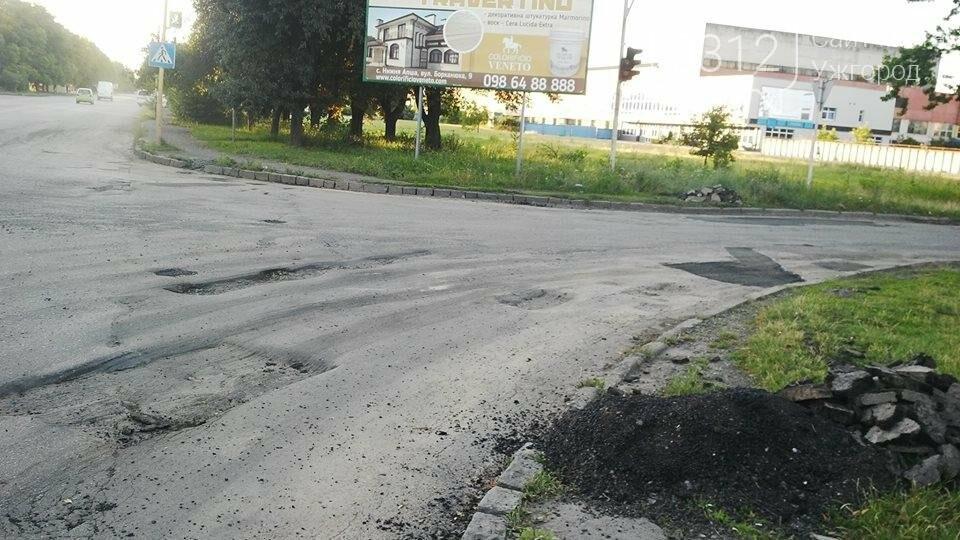 """Ремонтуємо тільки до 18.00: на Краснодонців дорожники """"забули"""" залатати 2 великі ями (ФОТО), фото-1"""