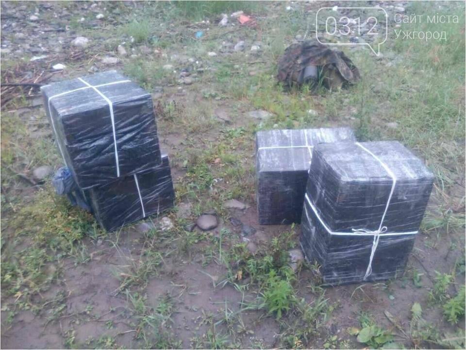 Контрабандисти залишили на україно-румунському кордоні 3 000 пачок цигарок і втекли: фото, фото-2