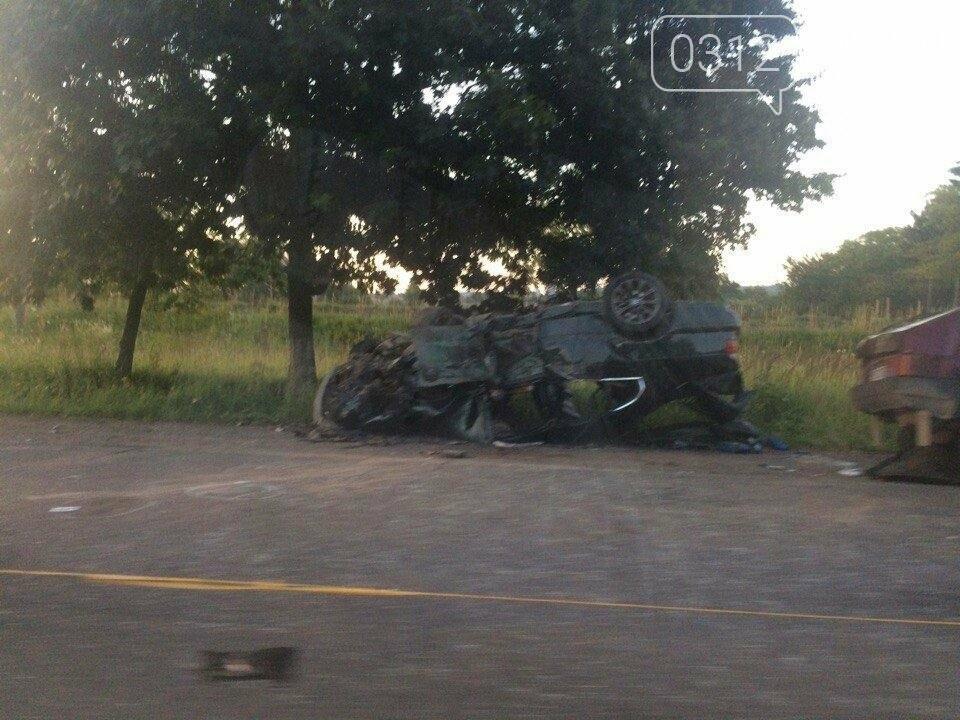 Смертельна ДТП на Закарпатті: загинув поліцейський, водій утік (ФОТО), фото-1