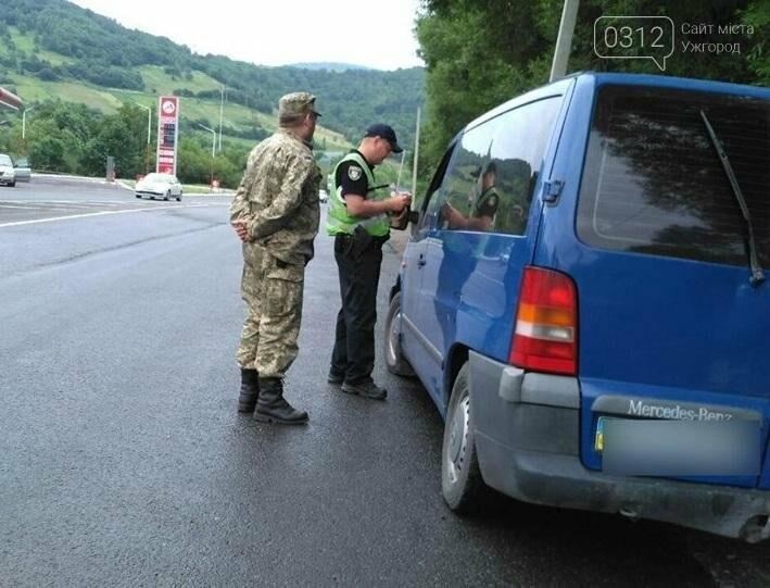 Патрульні Ужгорода та Мукачева зупиняють водіїв і просять пристебнутися: фото, фото-1