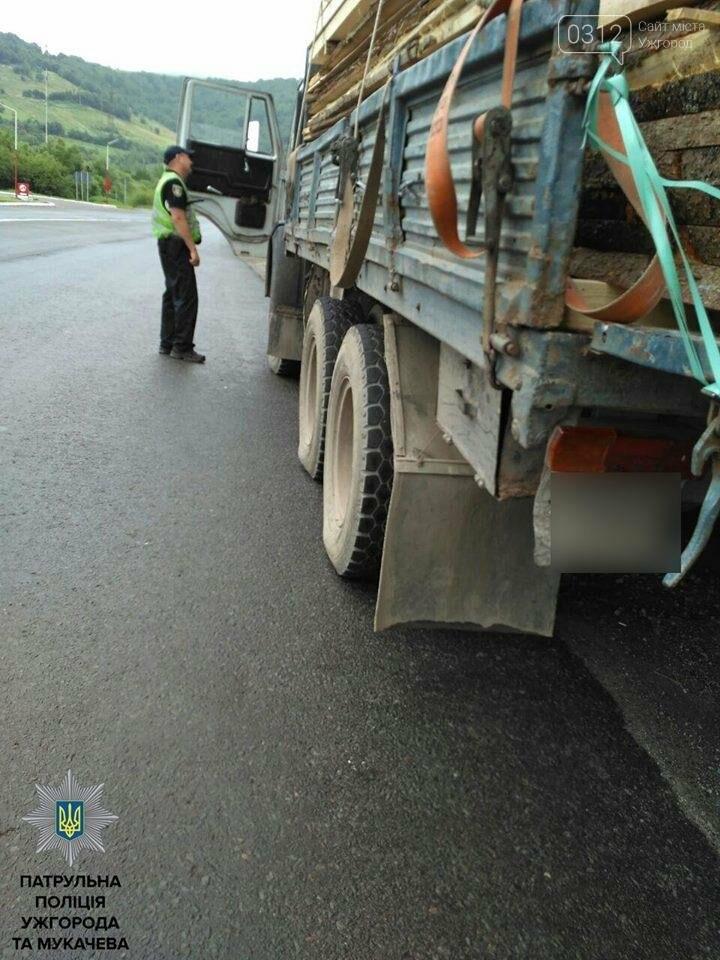 Патрульні Ужгорода та Мукачева зупиняють водіїв і просять пристебнутися: фото, фото-2