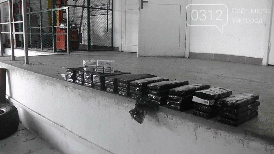 """На КПП """"Тиса"""" у стінках """"Мерседеса"""" прикордонники знайшли партію цигарок: фото, фото-2"""