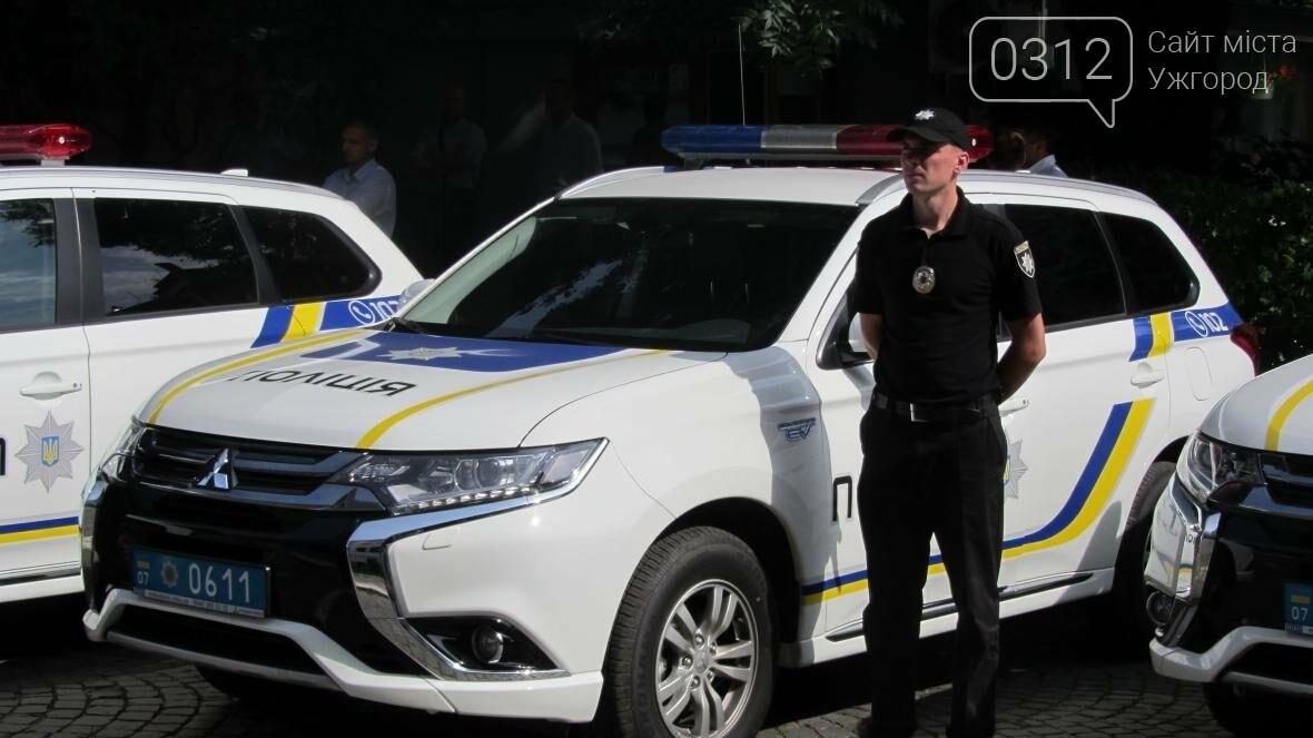 """В Ужгороді поліцейським вручили нові """"Mitsubishi Outlander"""": фото і відео , фото-1"""