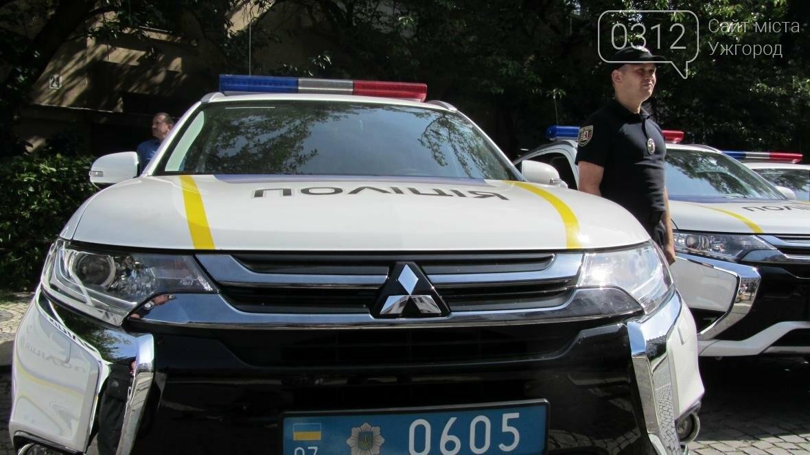 """В Ужгороді поліцейським вручили нові """"Mitsubishi Outlander"""": фото і відео , фото-3"""