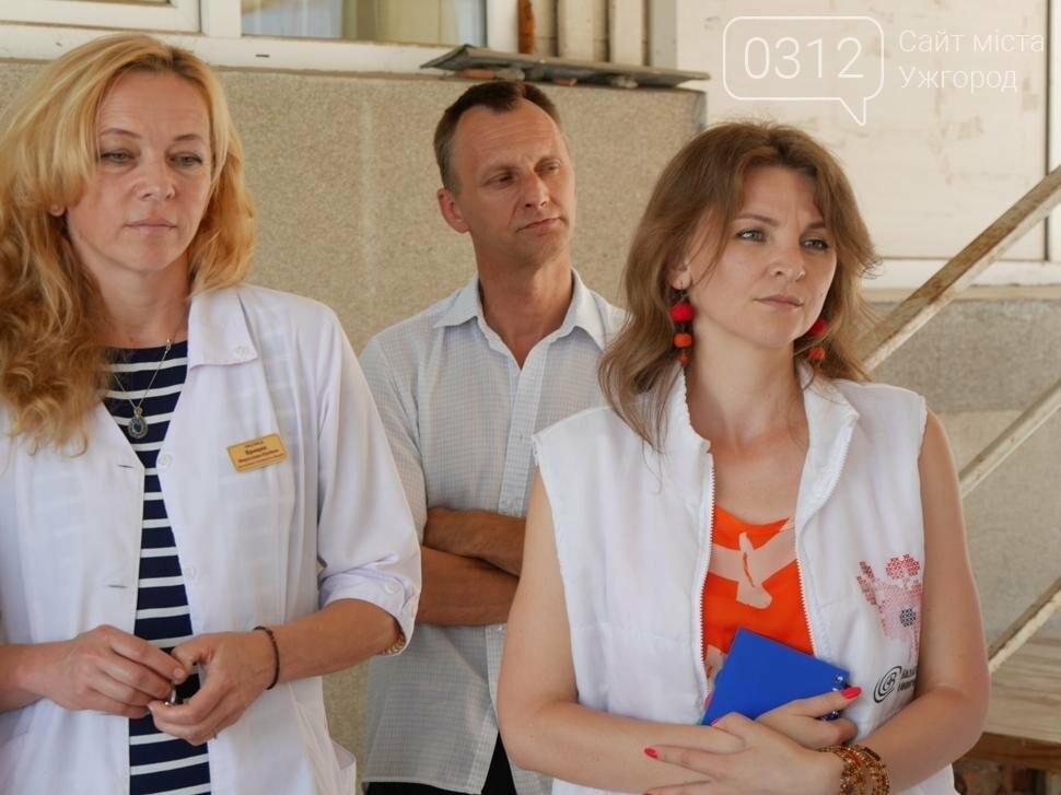 """Ужгородська виїзна бригада паліативної допомоги отримала """"Fiat Qubo"""": фото, фото-4"""