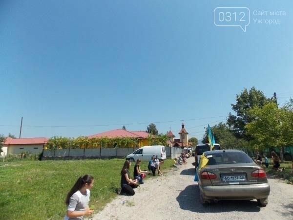 Закарпатське Королево на колінах зустріло загиблого на Сході Героя Золтана Балажа: фото, відео, фото-1